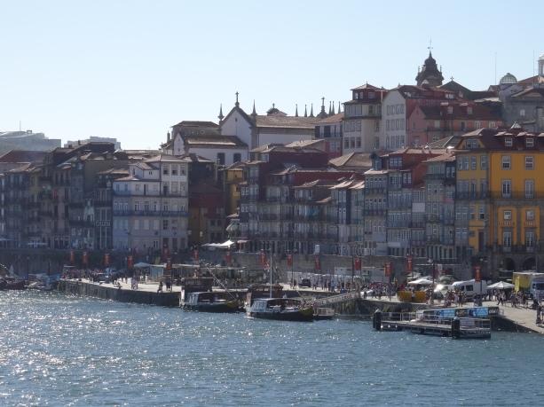 17 - Porto La Ribeira affacciata sul fiume Douro DSC00592
